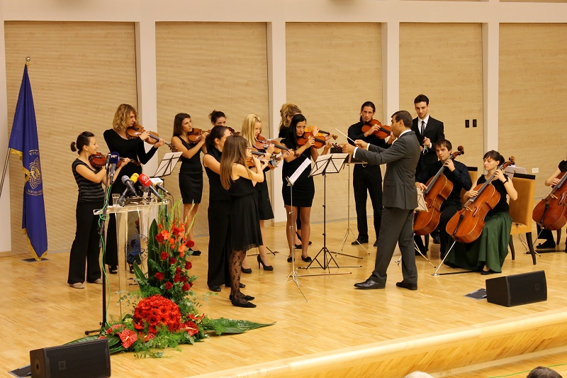 Wladimir Kossjanenko dirigiert das Streicher Ensemble der Akademie der Künste am 14 Sptember 2012