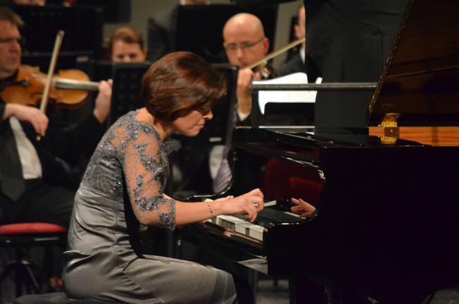 osijek, 16 studeni 2015, 20.00 sati - HNK Osijek - Simfonijski koncert - Vesna Podrug - pijanist